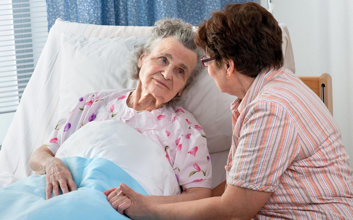Пожилой человек дома уход за ним впервые дом престарелых